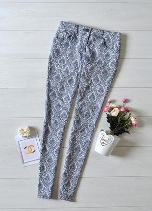 Чудові текстурні джинси в красивий орнамент next.