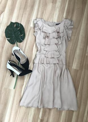 Сатиновое платье с рюшами