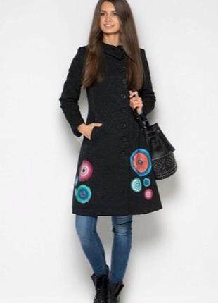 Фееричное фактурное черное деми пальто,тренч/плащ от desigual-по фигуре-m-l