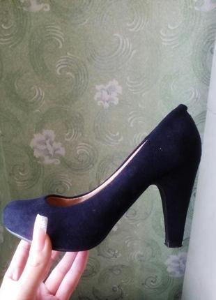 Туфли классического стиля . подошва с устойчивым каблуком 8см. размеры: 36