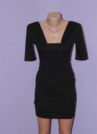 Маленькое черное трикотажное платье