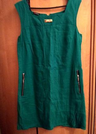 Льняное зеленое платьице со змейками на cпине по бокам.