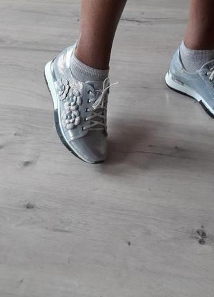 Красивенные,модные,гламурные,удобные,натуральные кожаные кроссовки topas!