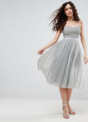 Платье с пышной юбкой и обшитым бисером верхом