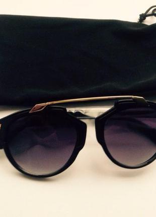 Модные очки от солнца