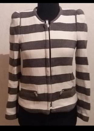 Стильный  пиджак из натуральной ткани