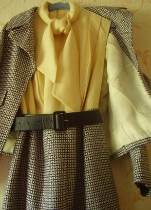 Шикарный тёплый костюм из италии- платье + пиджак и кожаный ремень 48-52  размер наш