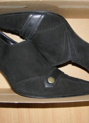 Закрытые туфли от clarks. каблук.
