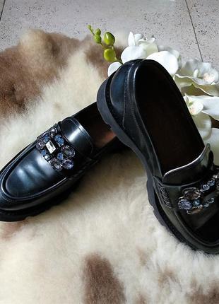 Новые! кожаные! туфли-ботинки с камнями