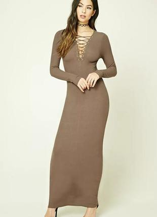 Длинное платье в рубчик со шнуровкой на груди