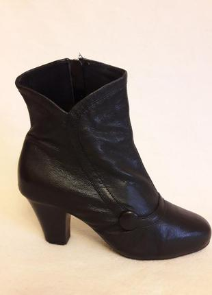 Кожаные деми ботинки фирмы clarks p. 38 стелька 24,5 см