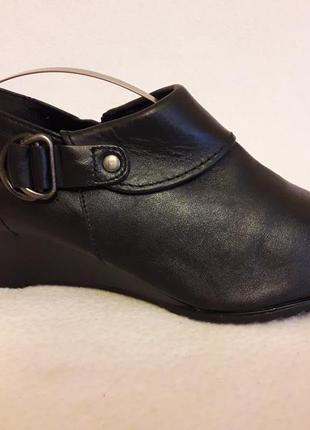 Кожаные туфли на танкетке фирмы janet d (германия) р. 39 стелька 25,5 см