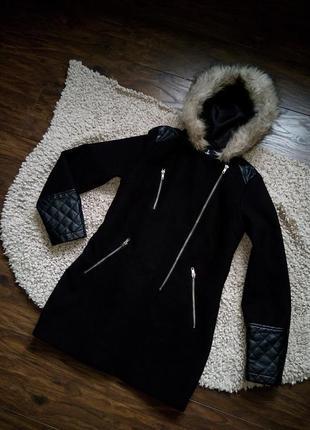 Пальто приталеное кожаные вставки капюшон мех черное atmosphere осень не продувает