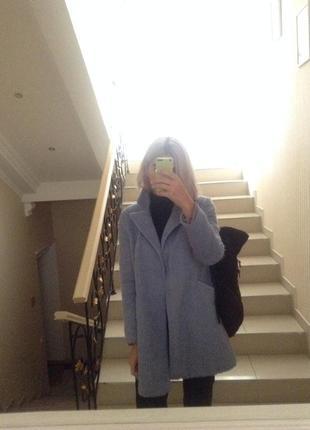 Пальто небесно голубого цвета