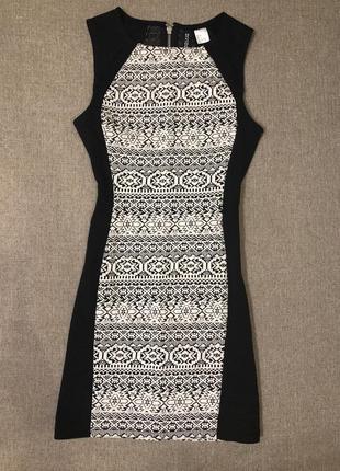 Маленькое фактурное платье с геометрией h&m 🖤