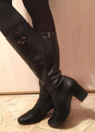 Сапоги демисезонные на среднем каблуке чёрного цвета натуральная кожа