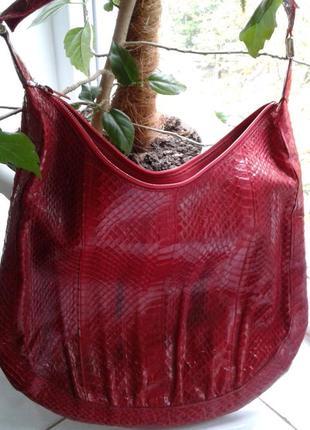 Отлличная кожаная сумка.