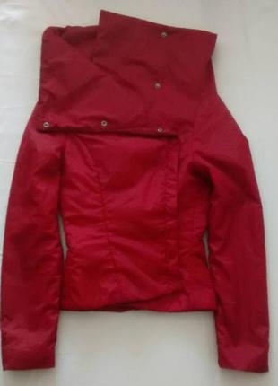 Темно-красная болоньевая куртка reserved