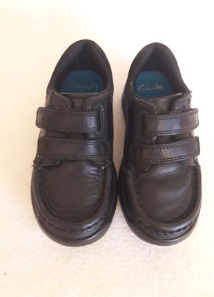 Кожаные спортивные туфли фирмы clarks p. 26  ( 8,5 f ) стелька 16,5 см