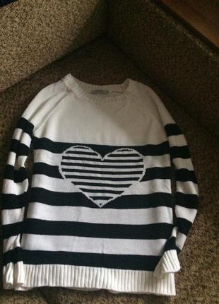 Милый полосатый свитер с сердечком