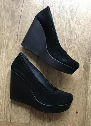 Чёрные туфли на платформе из натуральной замши
