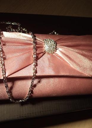 Шикарный розовый клатчик  с камнями