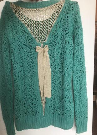 Красивый нарядный свитер на осень