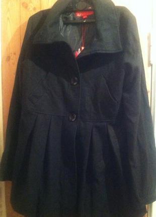 Отличное теплое и легкое шерстяное черное деми пальто с капюшоном м -46