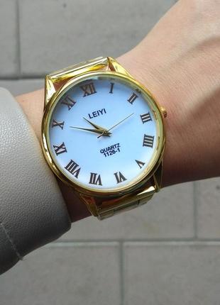 Красивые женские часы. стильные часы. золотые часы. новинка.
