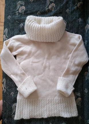 Шерстяной стильный белый свитер