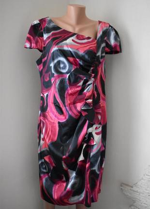 Красивое платье большого размера с принтом