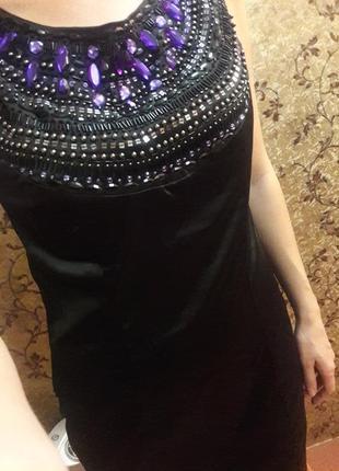 Эффектное платье с открытой спиной , вышитое бисером и бусинами