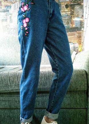 Новые джинсы с вышивкой ,джинсы бойфренд ,джинсы mom ,синие джинсы