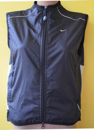 Nike невероятно удобный и легкий жилет