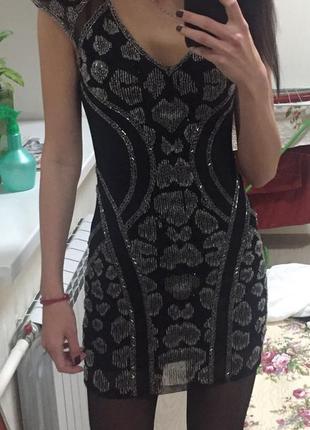 Нарядное короткое черное платье расшитое бисером