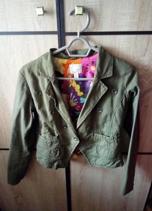 Стильный пиджак цвета хаки
