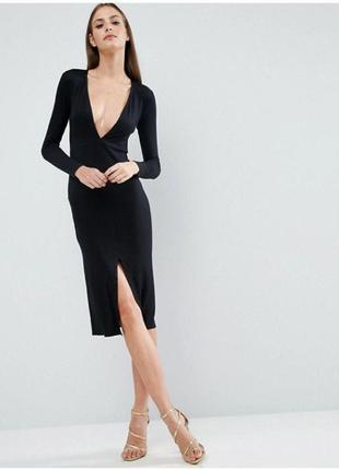 Шикарное платье миди с глубоким декольте и вырезом