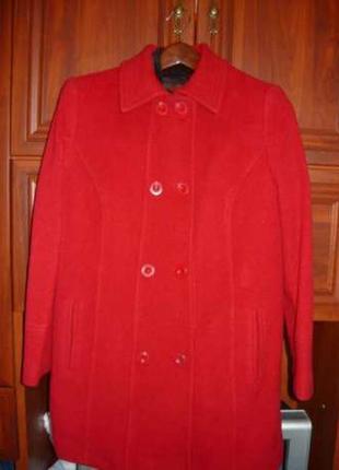 Шикарное пальто jacques vert красного цвета.