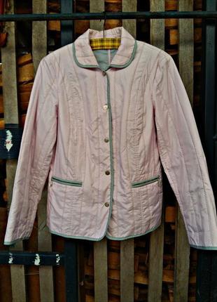 Чудесная демисезонная  куртка нежного розового цвета с серой обшивкой best connection
