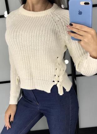 Тёплый короткий белый свитер с шнуровкой/ вязаный свитер