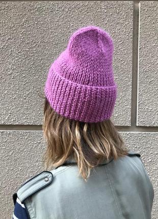 Шерстяная шапка сиреневого цвета