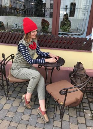 Шерстяная красная шапка с отворотом