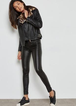 Черная куртка косуха с мехом леопардовый принт
