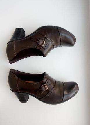 Туфли натуральная кожа бренд clarks .