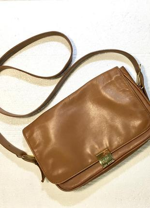 Кожаная сумка месенджер бедевого цвета ted baker