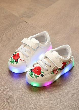 Светящиеся кроссовки с вышивкой