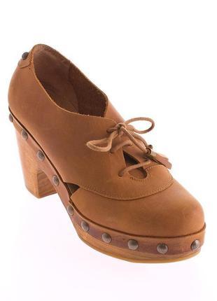 Кожаные ботинки в ретро стиле