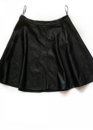 Трендовая кожаная юбка клеш