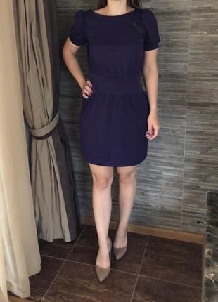 Фиолетовое платье с открытой спинкой