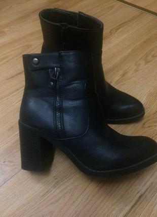 Кожаные ботинки сапоги челси на толстом каблуке